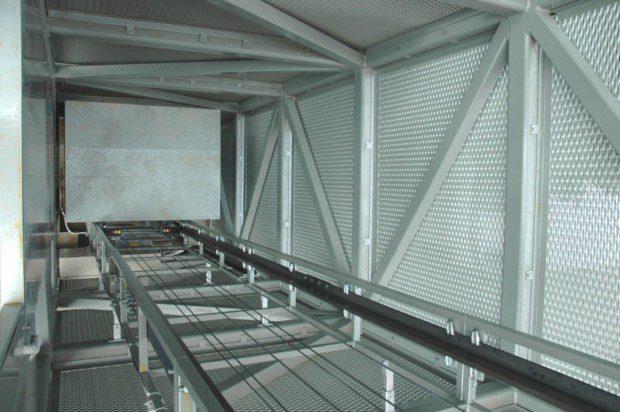Interier šachty výtahu, materiál tahokov
