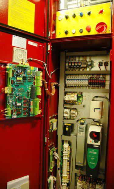 Rozvaděč osobního výtahu s řízením měničem frekvencí