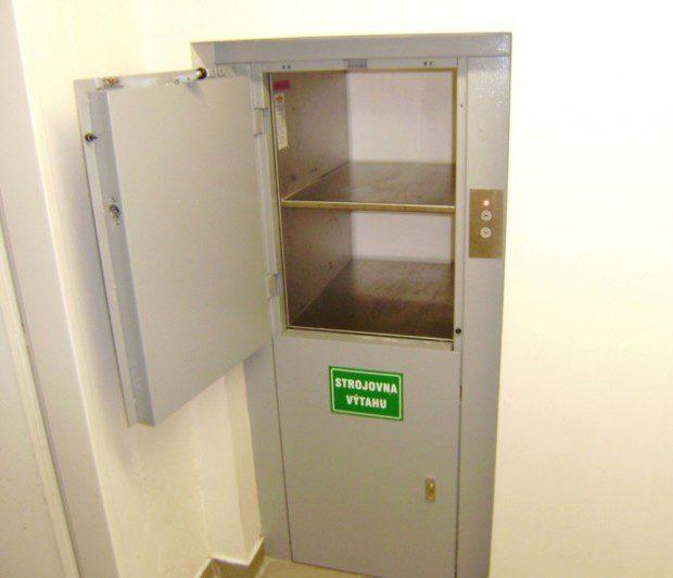 Kabina a strojovna jídelního výtahu