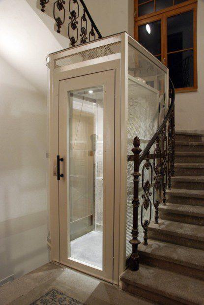 Kabina lůžkového výtahu pro nemocniční provozy