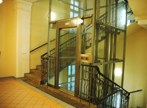 Prosklené dveře šachetní a kabinové