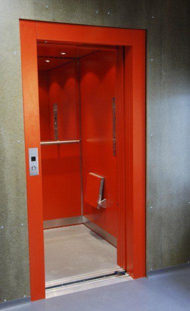 Automatické šestidílné šachetní dveře nákladního výtahu