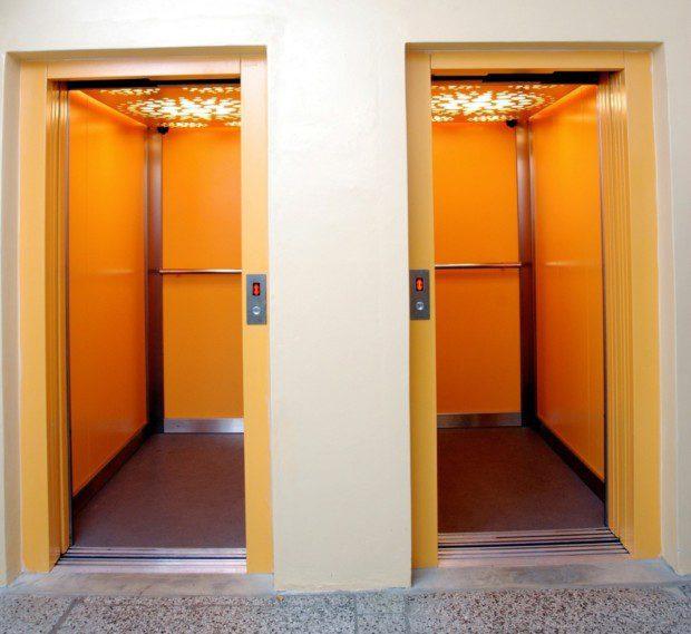 Dva výtahy duplex panelový dům HK