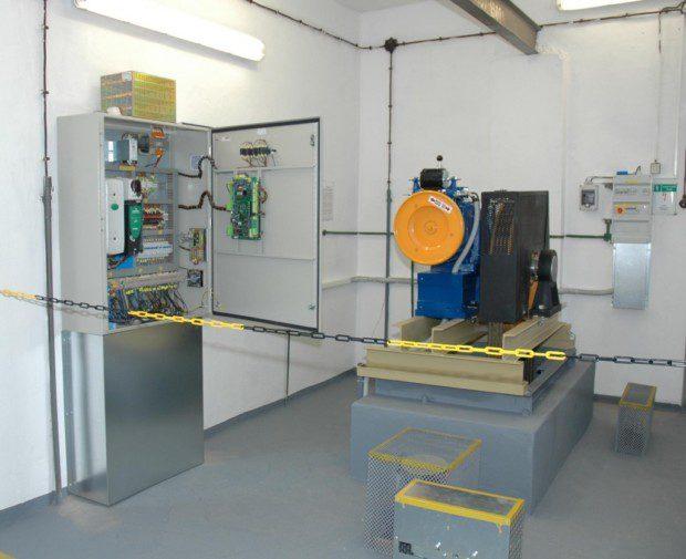 Strojovna nákladního výtahu, rozvaděč a pohon