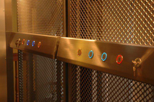 Domácí výtah, ovládání v kabiny