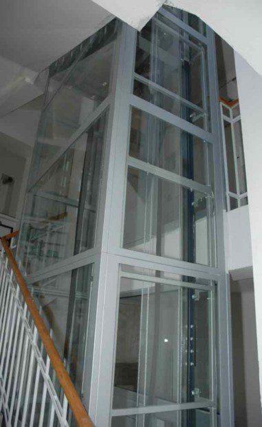 Obklad automatických dveří imitací dřeva nebo dýhou
