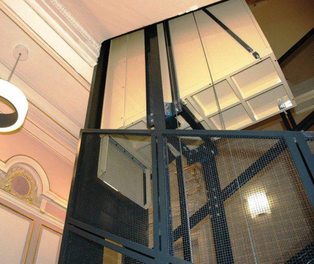 Bolzano, Osobní výtah v konstrukci