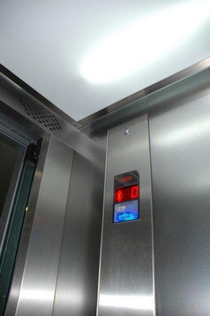 Kabina hydraulického výtahu v ocelové konstrukci