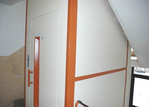 achta výtahu v panelovém domě
