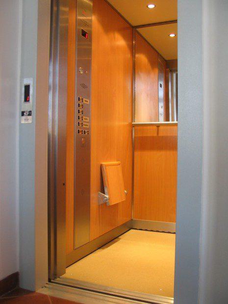 Osobní výtah, obklad dýha, Nové Adalbertinum